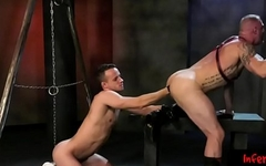 Twink pumps his fist into muscular ass