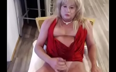 pinkpaisley pees and cums on herself