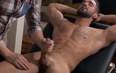 Gay Dude Gives Massage Along With Handjob