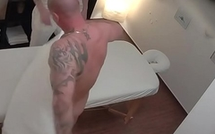 STRAIGHT MUSCLED DADDY LOVES TO BE MASSAGED AND WORSHIPPED