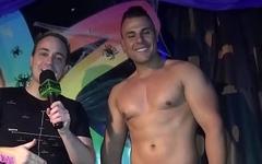 Gogoboy Jonathan Henrique em show ousado no Termas Rainbow