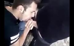 Botando brother pra mamar no carro
